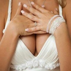 Аллергия на груди и под грудью: что делать