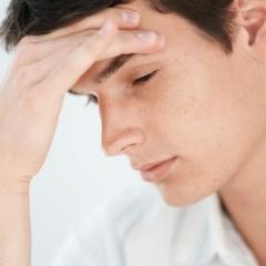 Псориаз на лице: симптомы и лечение